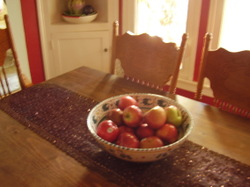 Apples_dining